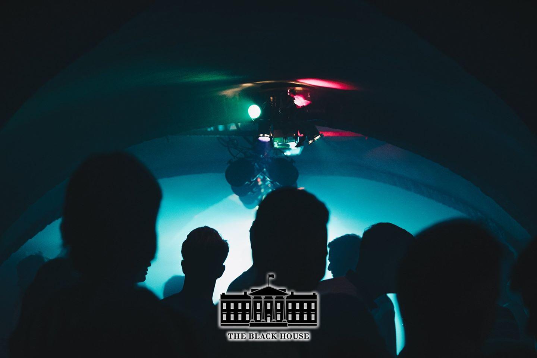 The Black House: Ondergronds-Terras Rave